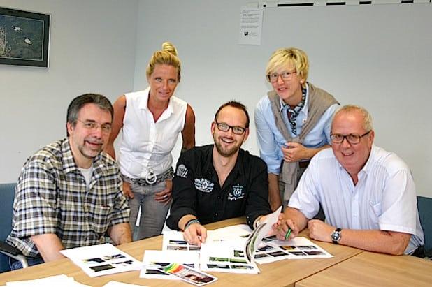 : Die Jury tagte im Bestwiger Rathaus (v.li.): Friedhelm Beste (Gemeinde), Claudia Metten (Sauerlandkurier), Frank Selter (Westfalenpost),Ulrike Hillebrand (Sparkasse Hochsauerland) und Bürgermeister Ralf Peus (Foto: Gemeinde Bestwig).