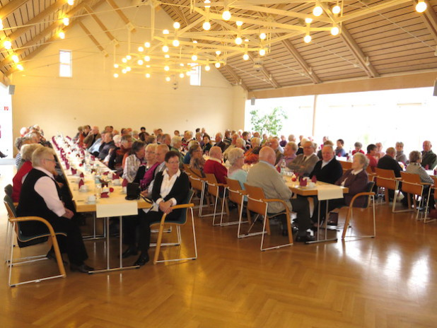 """Unter dem Motto """"Schule heute erleben"""" findet am 23.10.2015 das achte Seniorenfrühstück in der Mensa des Schulzentrums in Burbach statt (Foto: Gemeinde Burbach)."""