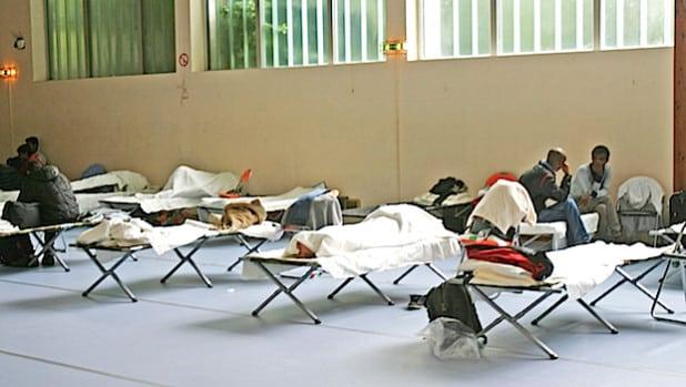 Die Feldbetten verschwinden aus der Unterkunft an der Susannenhöhe in Halver (Foto: Ursula Erkens/Märkischer Kreis).
