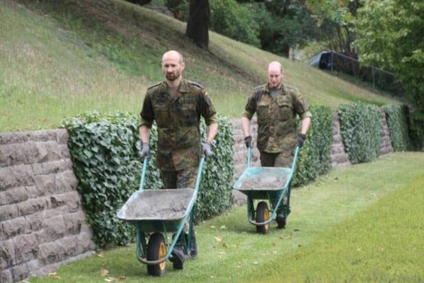 Arbeiten auf dem Friedhof (Foto: Erhard Lauber)