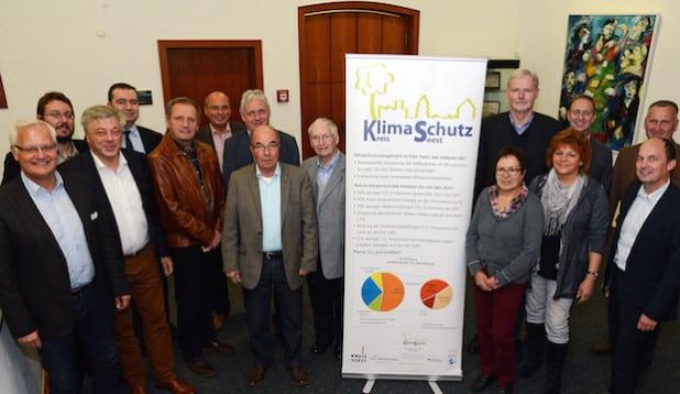 Vertreterinnen und Vertreter aller Kreistagsfraktionen arbeiten gemeinsam mit der Verwaltung an einem energiepolitischen Arbeitsprogramm für die nächsten drei Jahre und damit an der Fortschreibung des Klimaschutzkonzeptes (Foto: Wilhelm Müschenborn/Kreis Soest).