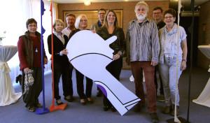 Sehenswerte Kunst auf der Treppe: Neue Ausstellung im Wilnsdorfer Rathaus