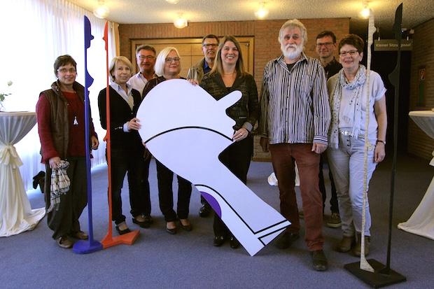 Photo of Sehenswerte Kunst auf der Treppe: Neue Ausstellung im Wilnsdorfer Rathaus