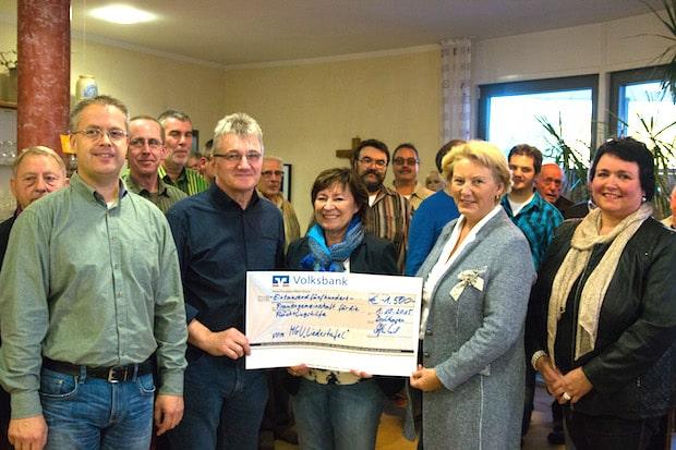 """Photo of MGV """"Liedertafel"""" Drolshagen übergibt 1.500 Euro für Flüchtlingshilfe"""