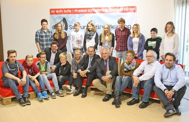 """Photo of 3.500 Euro zum Start für Projekt """"Rotes Sofa"""""""