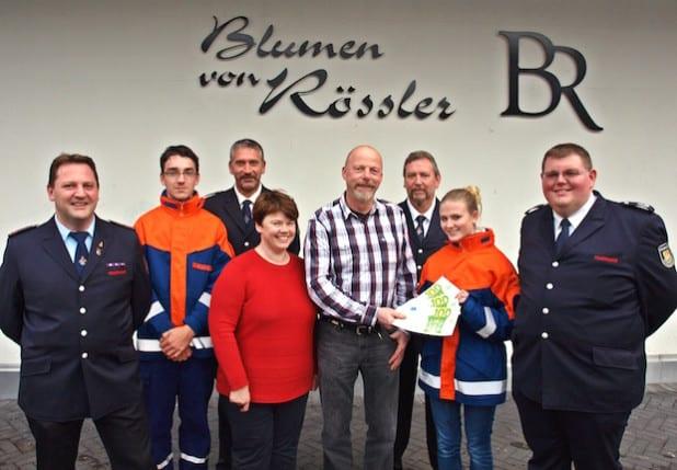 Die Spendenübergabe - Foto: Freiwillige Feuerwehr Schalksmühle