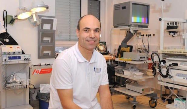 Dr. Jan Aqua informiert über die Darmkrebsvorsorge (Foto: Mariannen-Hospital Werl).