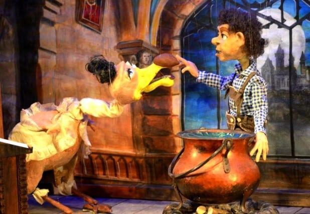 """Ein weiteres Szenenbild aus dem """"Zauberlehrling Leopold"""" - Foto: Marionettenbühne Mummenschanz"""