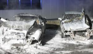 Fahrzeuge brannten auf Firmengelände