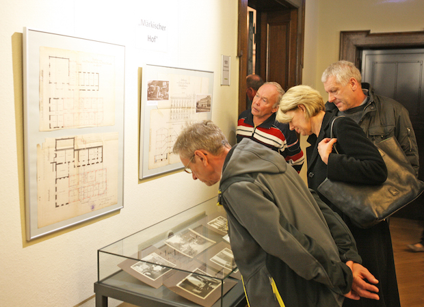 """Photo of Ausstellung """"Die Welt zu Gast in Altena"""" eröffnet"""