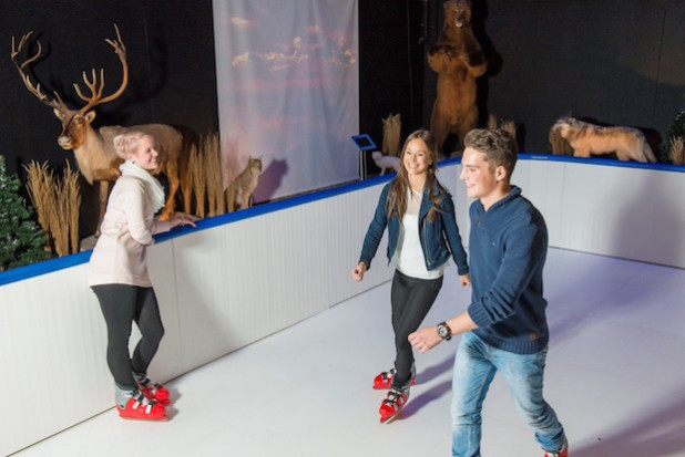Der Galileo-Park lockt auch in diesem Jahr Jung und Alt mit einer attraktiven Schlittschuhbahn in atemberaubender Kulisse (Quelle: Spreeforum International GmbH/Galileo-Park).