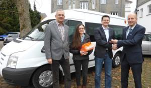 Firma KRAH stiftet der Stadt Drolshagen Kleinbus