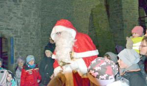 Lichterführung für Kinder zu Nikolaus um die Burg Altena