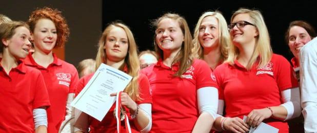Sportlerinnen der Voltigierfreunde Süd-Sauerland bei der diesjährigen Sportlerehrung (Foto: Kreis Olpe).