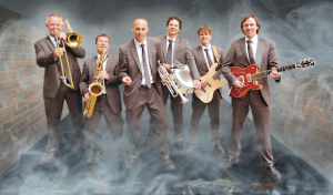 """Swinging Christmas"" mit der Tom Browne Band und Daniella Boyd"