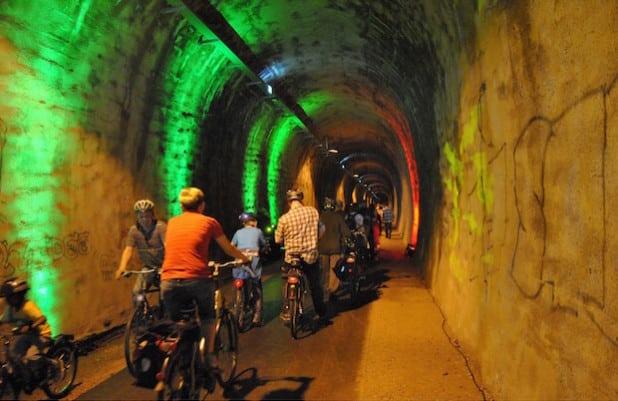 Ein weiteres Bild von der feierlichen Eröffnung für Radfahrer und Fußgänger 2012 - Foto: Sven Oliver Rüsche