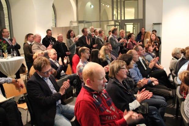 Volles Haus - hohe Beteiligung am Webkaufhaus Attendorn. Zirka 30 Teilnehmer unterstützen das Projekt bisher.