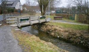 Die Fußgängerbrücken in Niederhelden werden ersetzt