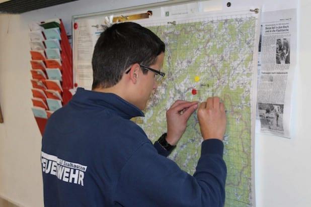 Kartenkunde mit Lineal und Bleistift - Foto: Feuerwehr Lennestadt