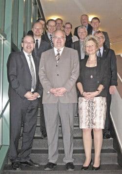 Landrat Thomas Gemke (links) begrüßte die neue Regierungspräsidentin Diana Ewert (rechts) und drei neu gewählte Bürgermeister (Foto: Stadt Menden).