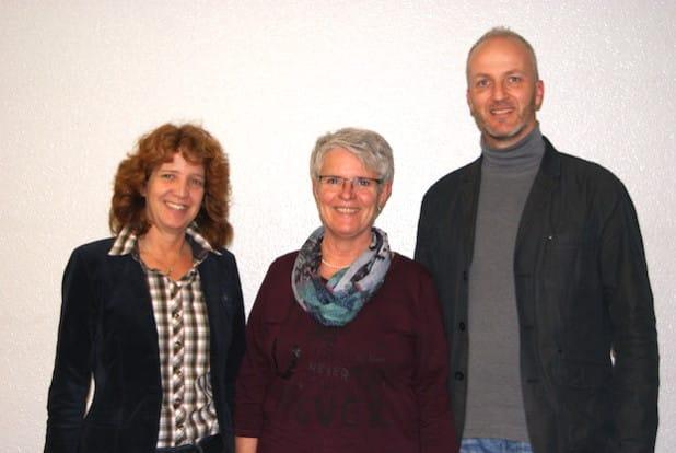 Beatrice Hartmann (links) und Edeltraud Wichtmann wurden zu Vorsitzenden des regionalen Arbeitskreises Frühe Hilfen gewählt. Mit dabei Volker Sommerhoff, Netzwerkkoordinator Frühe Hilfen für den Kreis Olpe (Foto: Kreis Olpe).