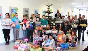 Sekundarschule Geseke packt Geschenke für Flüchtlingskinder