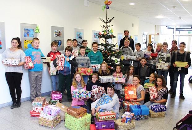 Photo of Sekundarschule Geseke packt Geschenke für Flüchtlingskinder
