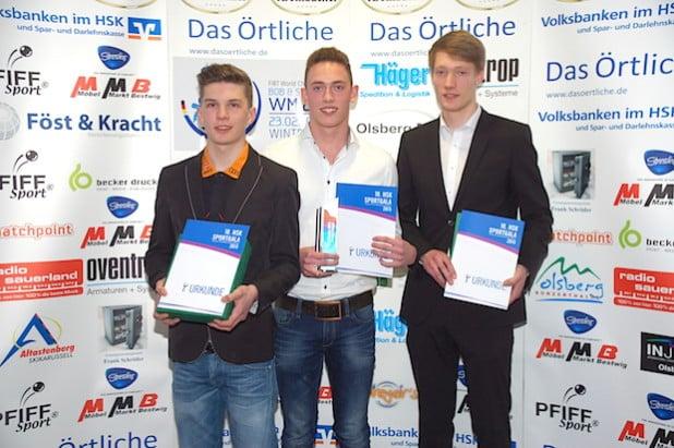 Zur letzten HSK-Sportgala Geburtstagskind und Sportler des Jahres: Schwimmer Moritz Kemper (Mitte) vom SV Neptun Neheim-Hüsten - Foto: KreisSportBund Hochsauerlandkreis.