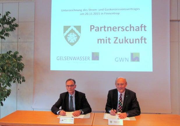 Die Vertragsunterzeichung mit Gelsenwasser - Foto: Gemeinde Finnentrop