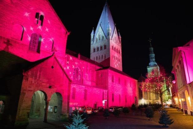 Der Soester Weihnachtsmarkt - mit illuminiertem Domplatz (Foto: Gero Sliwa).