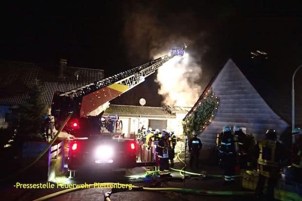 Photo of Plettenberg: Brand zerstört Haus – Folgemeldung