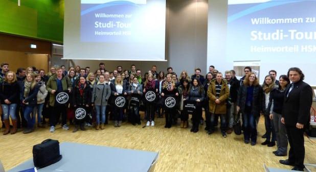 Die Studierenden der FH Meschede gingen bei der Studi-Tour 2015 zu den Unternehmen in der Region (Foto: Pressestelle Hochsauerlandkreis).