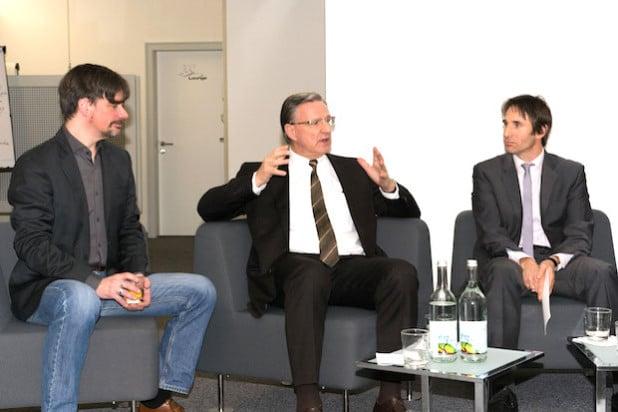 Sparkassen-Vorstand Harald Peter (M.) in der Diskussion mit Martin Gaedt (l.) und Moderator Prof. Dr. Christoph Strünck - Foto: Universität Siegen.