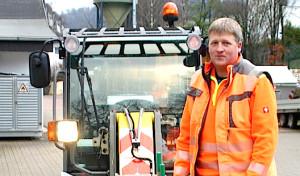 Bestwig: Neuer Radlader sorgt für schneefreie Wege nicht nur am Schulzentrum