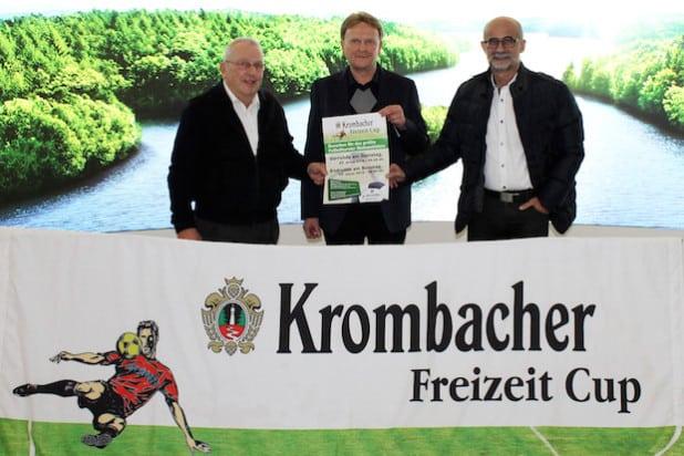 Freuen sich auf den 27. Krombacher Freizeit Cup: v.l.n.r. Wolfgang Wurm, Turnierorganisator Rolf Kocher und Krombacher Pressesprecher Dr. Franz-J. Weihrauch (Foto: Krombacher Brauerei Bernhard Schadeberg GmbH & Co. KG).