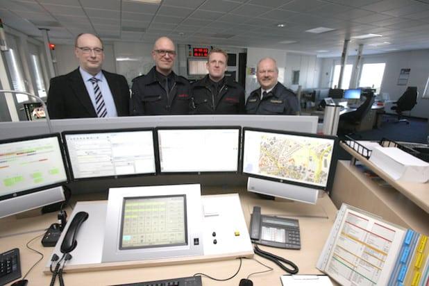 Stellten in der Kreisleitstelle das neue Eisatzleitsystem vor: (von links) Guido Thal, Stephan Volkmann, Eike Schmale und Christian Eichhorn (Foto: Hendrik Klein/Märkischer Kreis).