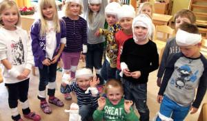 Städtischer Kindergarten Grevenstein: Kinder lernen spielend Erste Hilfe