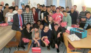 Kreuztal: Warme Worte und Geschenke für junge Flüchtlinge
