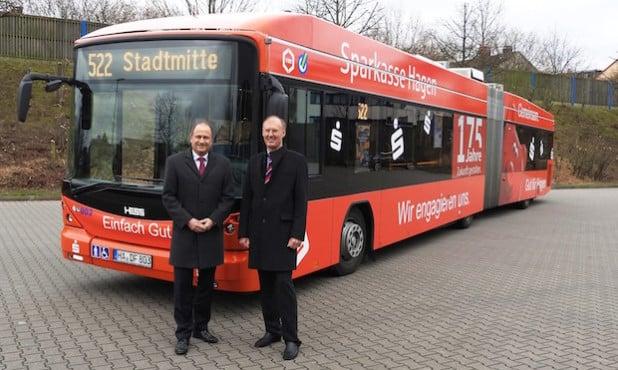 Der Bus bei der Übergabe (Foto: Sparkasse Hagen)