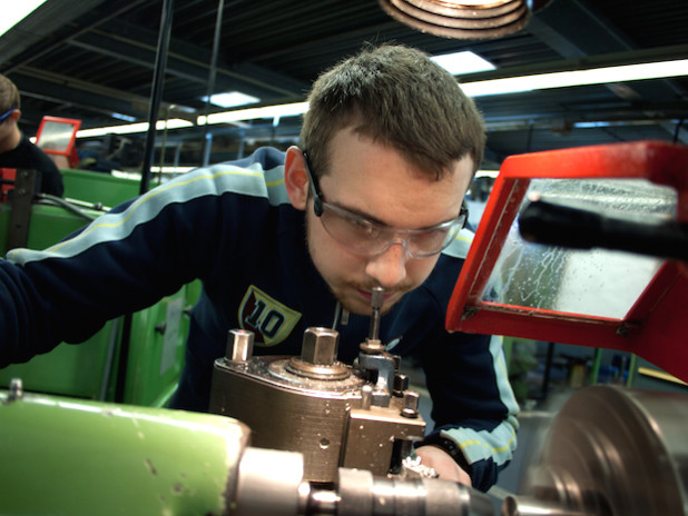 Die IHK-zugehörigen Unternehmen in den Kreisen Siegen-Wittgenstein und Olpe schlossen im vergangenen Jahr 2209 betriebliche Lehrverträge mit jungen Menschen ab (Foto: Industrie- und Handelskammer Siegen).