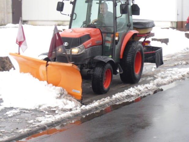 Mit verschiedenen Fahrzeugen sind die Mitarbeiter des Baubetriebshofes im Einsatz, um die Verkehrssicherheit auch im Winter zu gewährleisten (Foto: Stadt Hilchenbach).