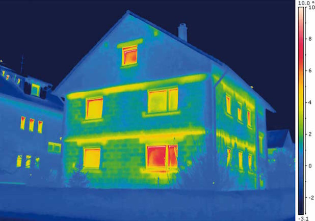 Wo gehandelt werden muss, macht die Wärmebildkamera mit roten Stellen schnell deutlich (Quelle: BIGGE ENERGIE GmbH & Co. KG).