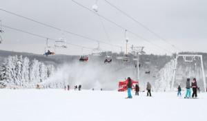 Weiterhin Wintersport auf den beschneiten Pisten der Wintersport-Arena Sauerland