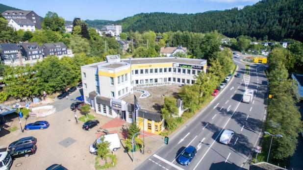 LokalPlus mit Sitz in Lennestadt-Altenhundem hat einen Antrag auf Insolvenz gestellt. Der Betrieb wird fortgeführt und das Produkt soll weiter verbessert werden (Luftaufnahme: LokalPlus).