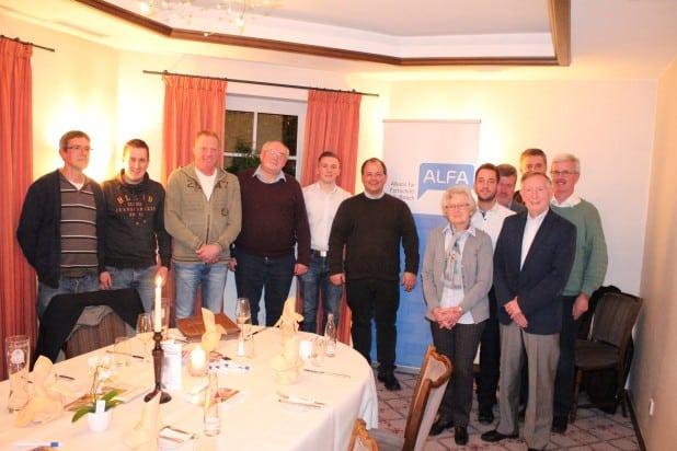 Die Regionalbeauftragten von ALFA (Gerd Hennes, Prof. Michael Müller, Sven Oliver Rüsche) begrüßten viele neue Gesichter beim zweiten ALFA Treff in Olpe. Alles ehemalige CDU Mitglieder oder Wähler. Foto: ALFA