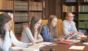 Altena: Landeskundliche Bibliothek hilft Schülern