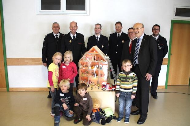 Photo of Finnentrop: Brandschutzerziehung nun mit eigenem Rauchdemohaus