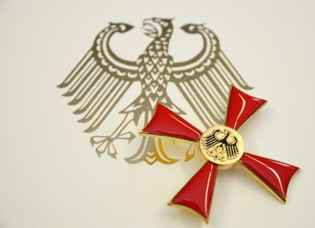 Das Bundesverdienstkreuz ist der Verdienstorden der Bundesrepublik Deutschland. Es wird für besondere politische, wirtschaftliche, kulturelle, geistige oder ehrenamtliche Leistungen verliehen (Symbolfoto: Judith Wedderwille/Kreis Soest).