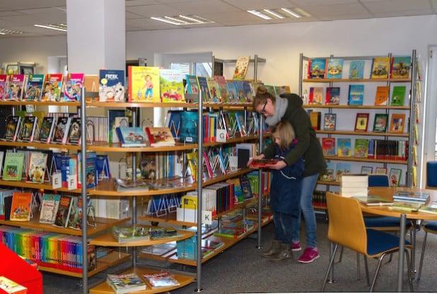 Die Burbacher Gemeindebücherei erfreute sich auch im vergangenen Jahr wieder großer Beliebtheit. Auch dank der Möglichkeit, sich interaktive Medien über die Onleihe24 auszuleihen (Foto: Gemeinde Burbach).