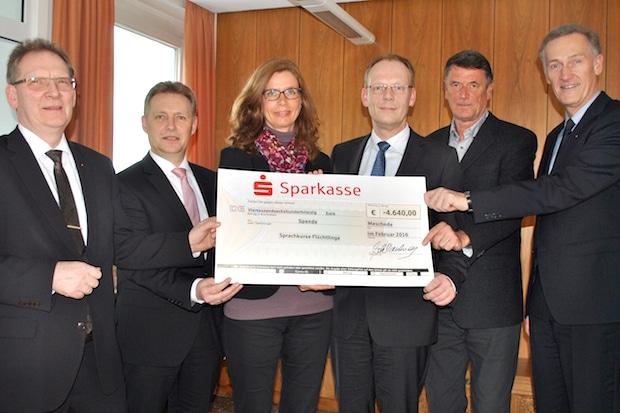 Photo of Meschede: Sparkassen-Mitarbeiter engagieren sich für Asylbewerber